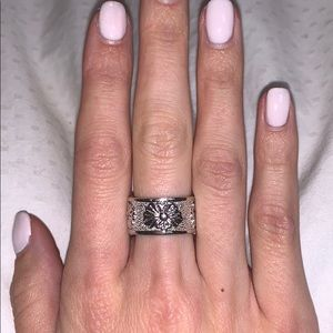 Jewelry - Silver Flower Statement Ring (Size 7 or 8)